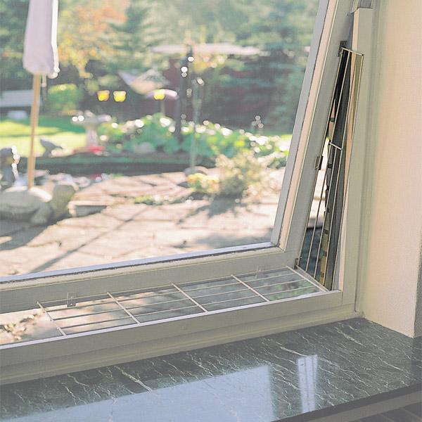 trixie kippfenster schutzgitter schr g in wei f r eine fensterseite. Black Bedroom Furniture Sets. Home Design Ideas